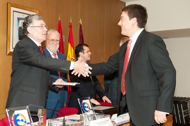 Entrega del diploma EFQM al director de la EFA El Soto